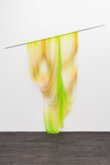 How to drape the naphtha's gold reflections, 2015